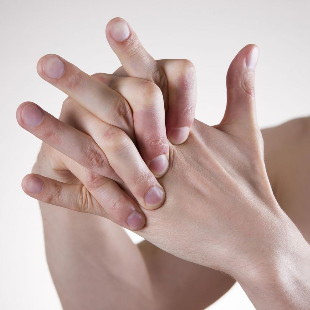 کاهش لرزش دست با کاردرمانی